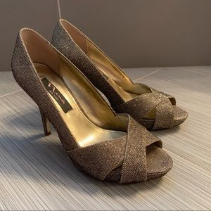 Nina peep toe occasion pumps